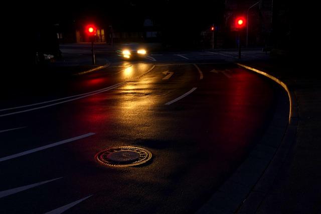 silnice, kanál, světla auta
