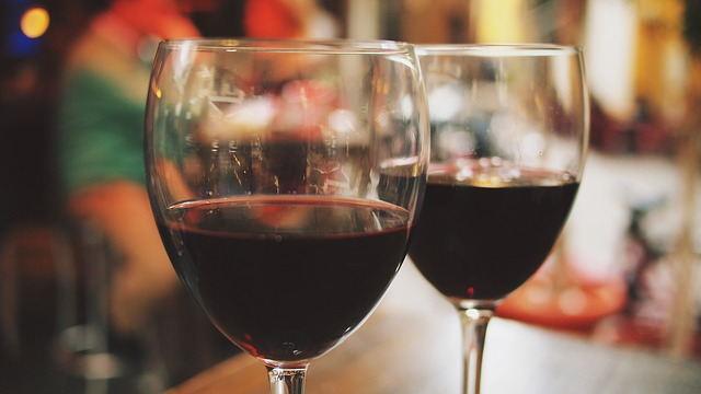 sklenice vína.jpg