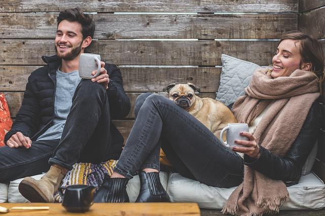 usmívající se pár